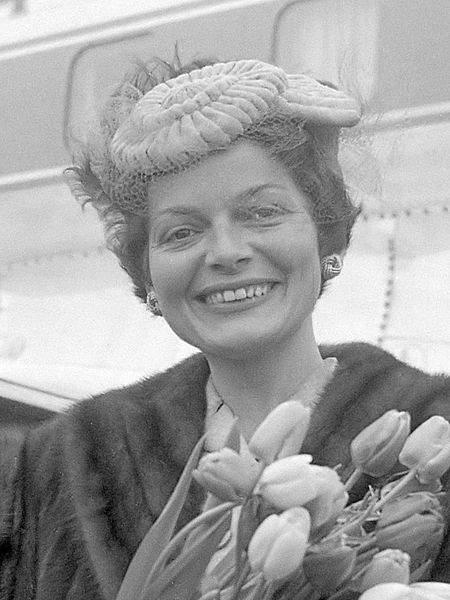 История в фотографиях (1954 - 1957) Победительница первого конкурса «Евровидение» Лиз Ассиа, 1956 год