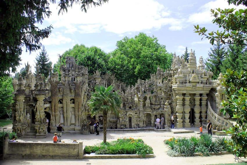 Идеальный дворец (Le Palais Ideal) 10 самых невероятных строений, созданных одним человеком
