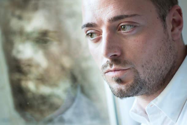 Использование света из окна при съемке портретов