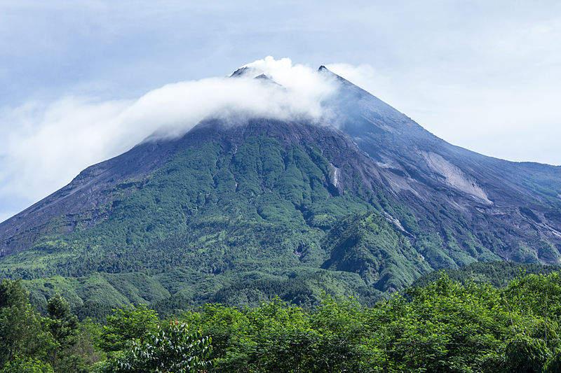 Топ-10 самых активных вулканов в мире Мерапи