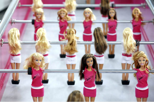 Самые странные куклы Barbie Топ-10 Barbie Foosball