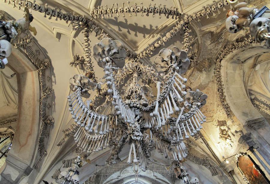 Седлецкая церковь, построенная из костей 40000-70000 человек, умерших сотни лет назад.