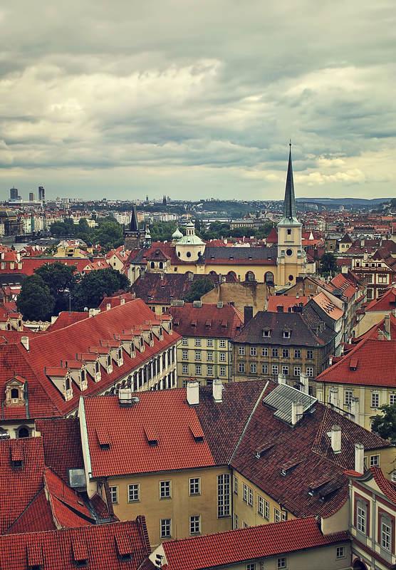 Старый город в Праге наполнен красивыми старинными церквями, замками, мостами и причудливыми домами, которые необходимо увидеть.