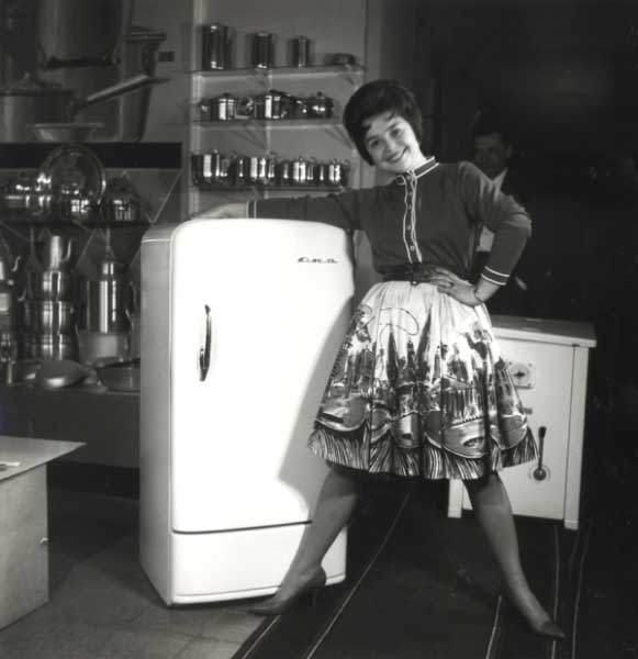 Рекламная фотография холодильника «Ока», 1960