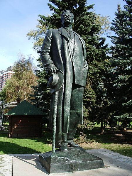 Монументальный идеолог - Вера Мухина