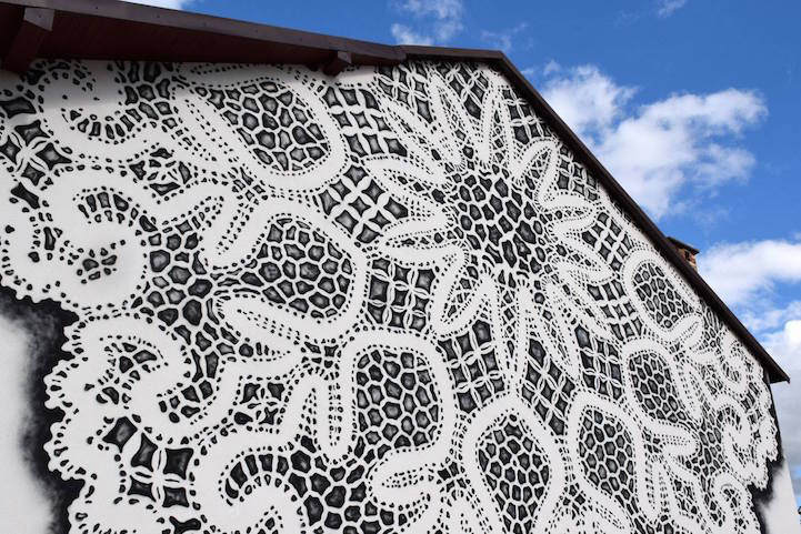 Кружевной стрит-арт в Варшаве от NeSpoon 2