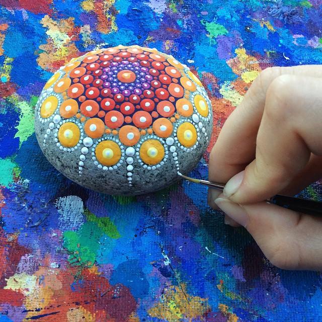 Разукрашенные камушки от Элспет Маклин (Elspeth McLean)