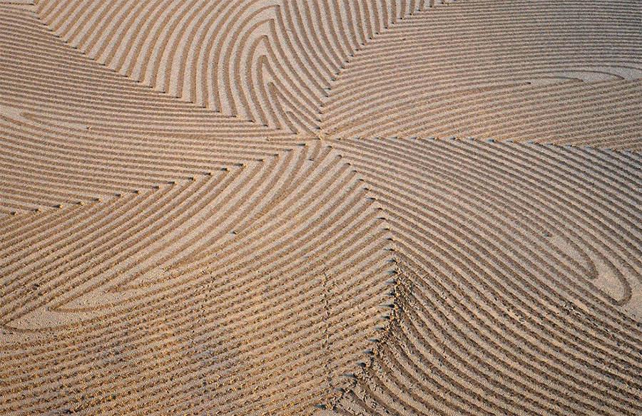 Саймон Бек (Simon Beck) и его гигантские картины на открытом воздухе 7