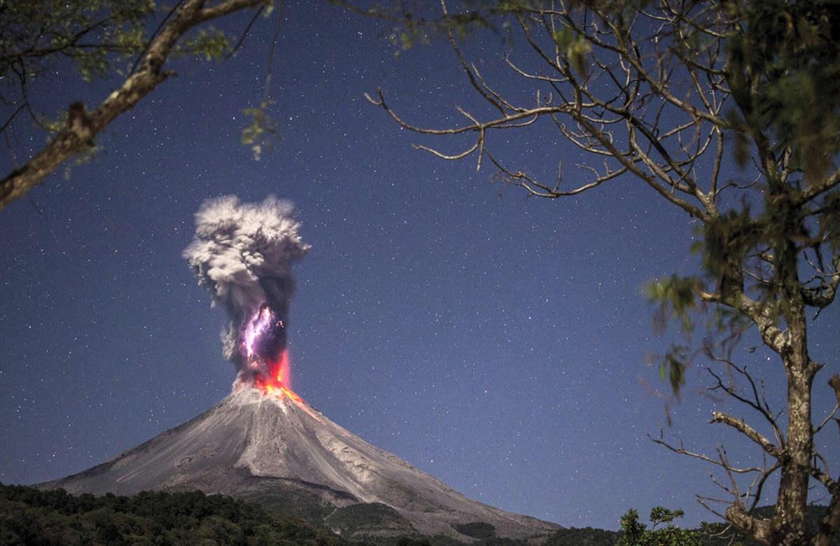 Эрнандо Алонсо Ривера Сервантес (Hernando Alonso Rivera Cervantes) - вулкан de Colima