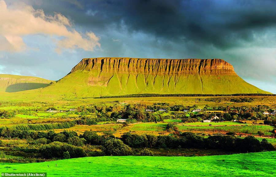 Гора Benbulben в графстве Слайго