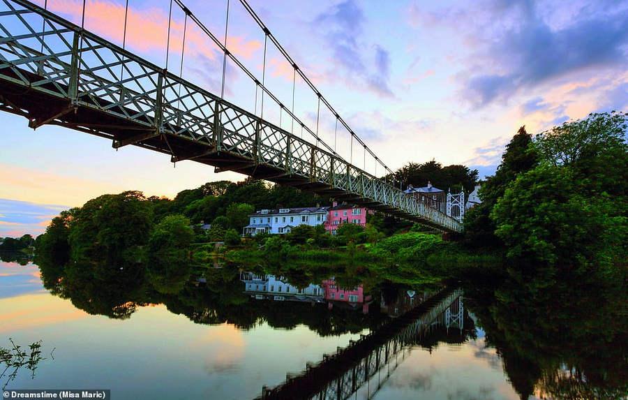 Мост Дали через реку Ли в Корке