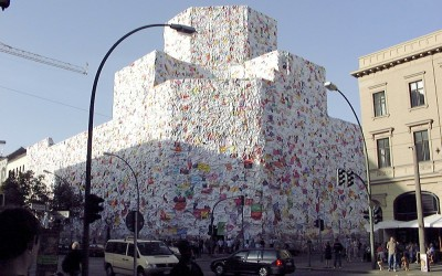 Фасад из писем в Берлине от Schult